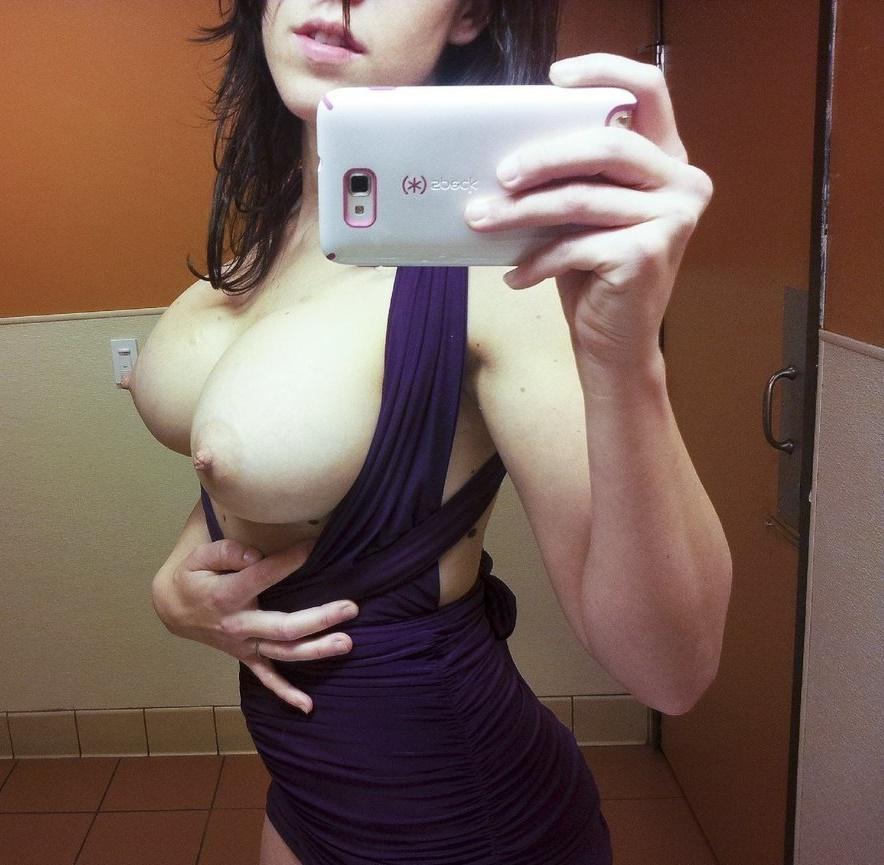 Είμαι η Μυρτώ μια όμορφη, σέξι μελαχρινή 27χρονη